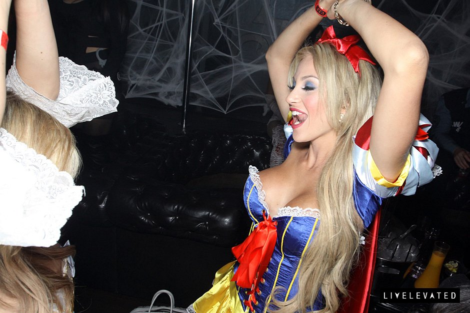 halloween-at-av-nightclub-Oct-31-2013-10-032.jpg